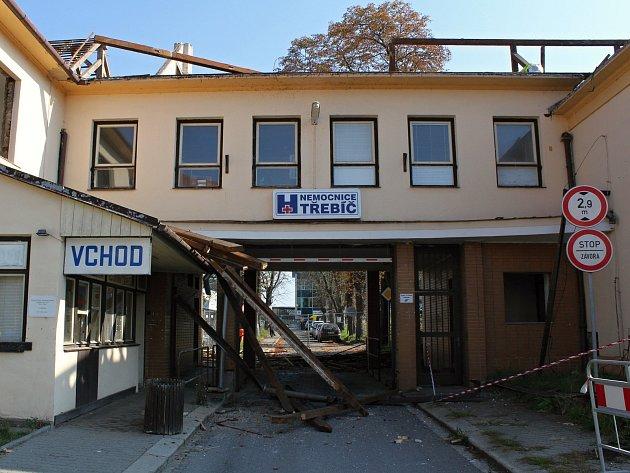 OBRAZEM: Nemocniční vrátnice jde k zemi