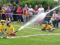 Závody malých hasičů.