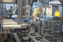Dvacet milionů olejových, palivových a vzduchových filtrů převážně pro automobilový průmysl se ročně vyrobí v závodu nadnárodního koncernu Mann Hummel v Nové Vsi. Zisky podniku jen loni dosáhly 646 milionů korun.