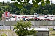 Parkovací patro u supermarketu Kaufland v Brněnské ulici. Stejné chtějí radní nechat postavit za zimním stadionem.