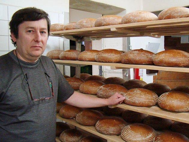 Pekařství v Opatově má starší pec ze 60. let minulého století i automatickou pec, jejíž součástí je i pás pro sázení těsta. Obejde se tak téměř bez zásahu lidské ruky.