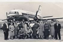 Výlet do Prahy. Zaměstnanci dalešického pivovaru, ve kterém se v roce 1980 natáčely Postřižiny, vyjeli o 20 let dřív na zájezd do Prahy. Navštívili i letiště a k letadlům se dostali tak blízko, jak se dnes už kvůli protiteroristickým opatřením nesmí.
