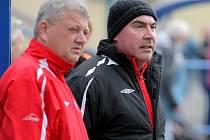 Asistent trenéra Miloslav Loucký (vpravo) ví, že HFK v několika zápasech zbytečně ztratil body.