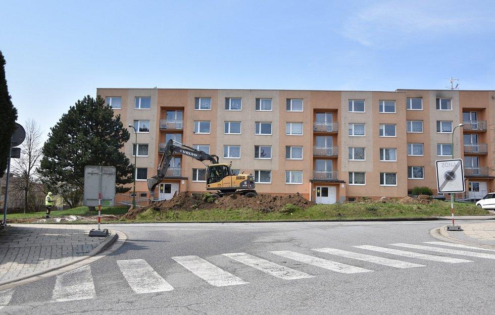 Do 31. května letošního roku bude rozšířeno parkoviště v Račerovické ulici.