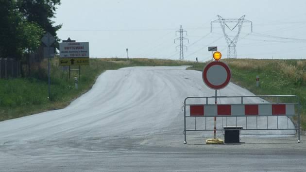Úsek silnice mezi Dalešicemi a křižovatkou na Rouchovany a Hrotovice bude průjezdný od příštího pondělí.