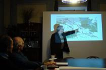 Projekt prvního úseku mezi rybníkem Bezděkov u Dalešic a božími muky u Slavětic schválili úředníci. Stavět by se mohlo už příští rok. Záviset to bude na tom, zda projekt získá prostředky ze státního fondu.