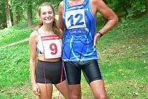 Vítězové na desetikilometrové trati, Anna Hačundová a Tomáš Vojtíšek.