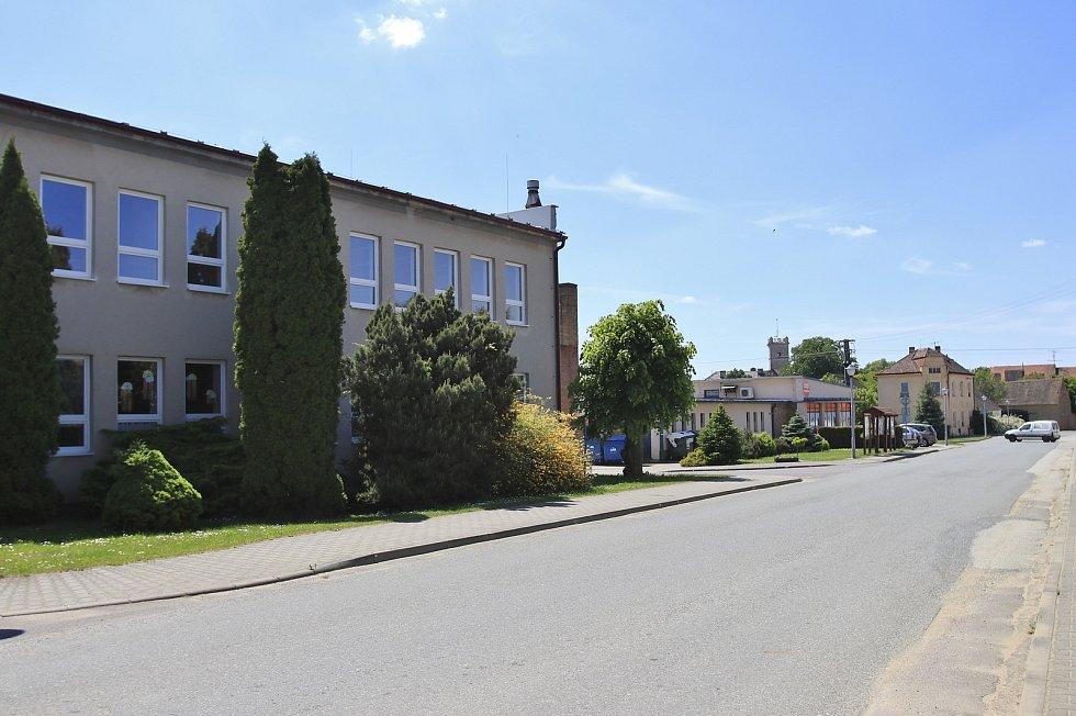 Obec Police a její okolí.