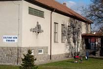 Trnavský kulturní dům čeká zásadní proměna. Stejně jako před 40 lety slouží několika organizacím, ale i běžným lidem. Ti v něm najdou vinárnu, knihovnu nebo ubytovnu.