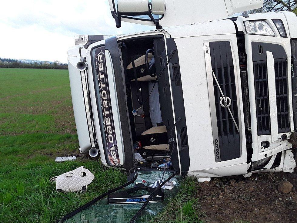 Hasiči museli nejprve místo nehody zajistit. Foto: se svolením HZS Kraje Vysočina