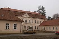 Zámek v Dukovanech bude opět sloužit veřejnosti. Znovu se tam otevře zámecká restaurace.