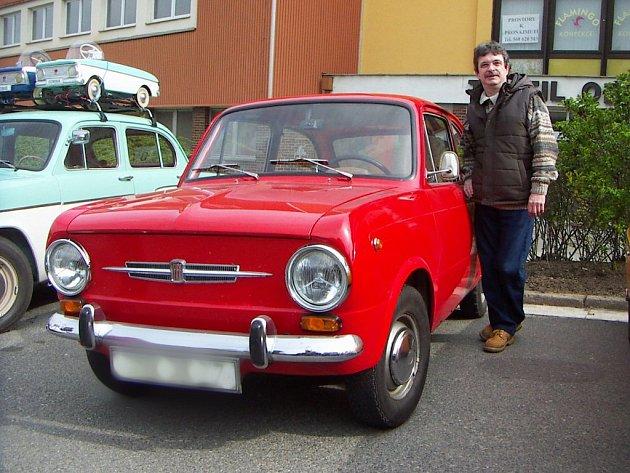 Jiří Vidlák a jeho Fiat 850 z roku 1967.