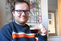 Jan Vala je dnes šťastný, že absolvoval kurz a stal se baristou.