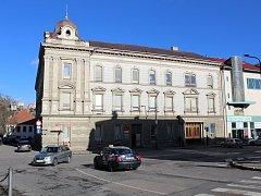 Budova hlavní pošty v ulici Smila Osovského v Třebíči.