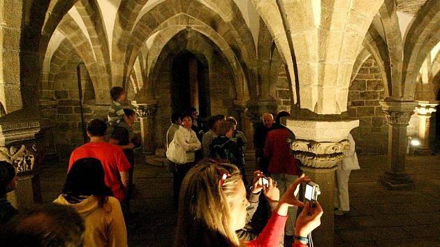 S nečekaně velkým zájmem se setkala Noc kostelů. V Třebíči si přišlo v pátek večer místní svatostánky prohlédnout tolik lidí, že zcela zaplnili kostel sv. Martina i baziliku sv. Prokopa.