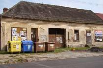 Po letitém vyjednávání se obci podařilo koupit bývalou jednotu. Na jaře příštího roku ji čeká demolice.