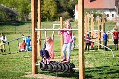 V Náramči mají nové dětské hřiště.