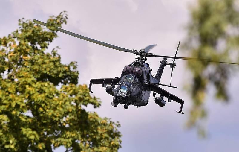 Bitevní vrtulník Mil Mi-24/35 české armády v Náměšti nad Oslavou při mezinárodním vojenském cvičení Ample Strike.