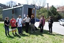 Streetworkové pracoviště Klubu Zámek zvané Maringotka zahájila ve čtvrtek odpoledne svoji další sezonu.