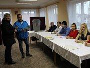 Ve vsi, kde žije přes 410 obyvatel, lidé zájem o prezidentské volby mají. V těch minulých tu zvítězil Miloš Zeman.