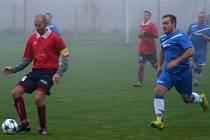 Utkání mezi Chlístovem a okříšskou rezervou (u míče) nabídlo spíš boj než pohledné utkání.