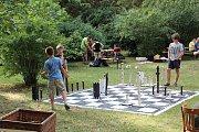 Zahradní slavnost Folkových prázdnin v Náměšti nad Oslavou.