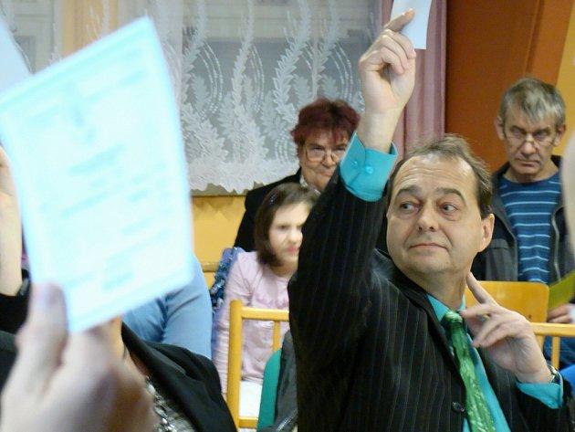 I když se nové jaroměřické zastupitelstvo sešlo při ustavujícím zasedání ve společenském sále nazývaném Střelnice, proběhlo jednání v poklidné atmosféře.