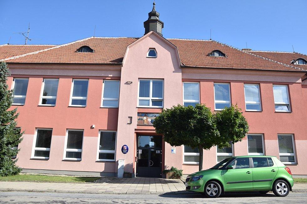 Druhá budova základní školy, kam chodí žáci druhého stupně