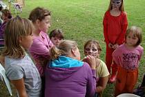 Sobotní den se na fotbalovém hřišti v Naloučanech nesl v duchu zábavy a posledního prázdninového dovádění. Děti si ho užívaly na skákacích hradech nebo malováním na obličej. Tradiční Naloučení je zkrátka bavilo. Dnes už na ně čekají školní povinnosti.