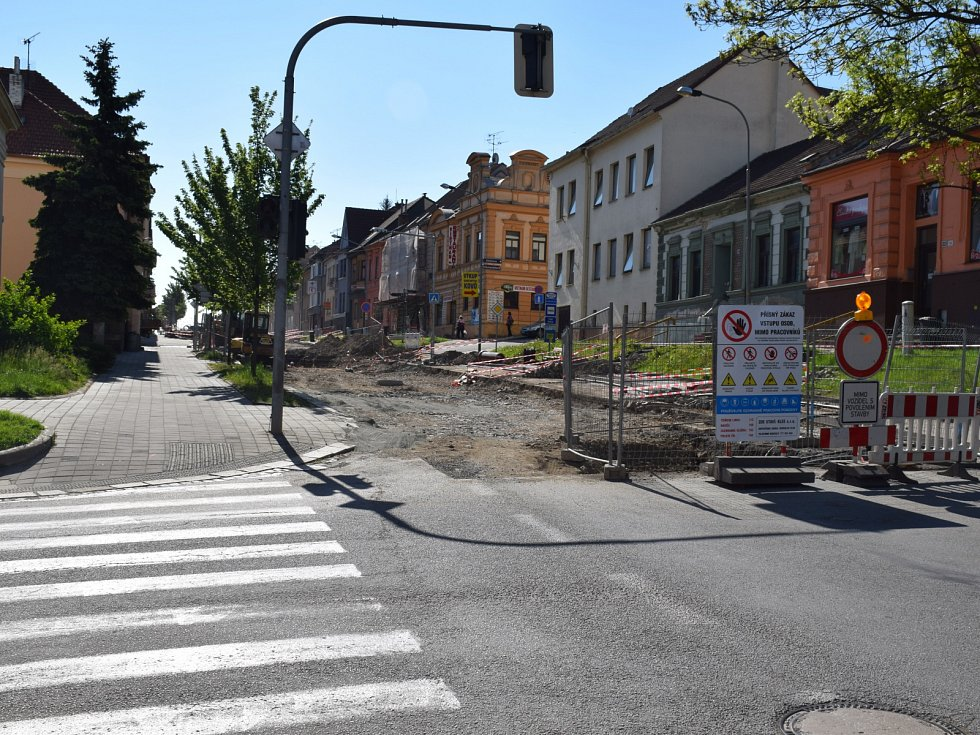 Nyní probíhá první etapa rekonstrukce vodovodů a kanalizace. Byl tam původní vodovod a kanalizace z konce 20. let minulého století.