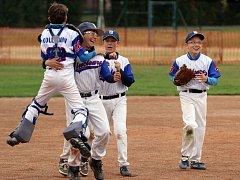Mladí baseballisté Třebíče se radují ze zisku titulu Mistra České republiky do 11 let.