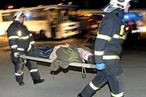 Hasiči, policisté a záchranáři z Vysočiny absolvovali v úterý večer první letošní společné cvičení. Jeho námětem byla dopravní nehoda autobusu, při které se zranil velký počet lidí.
