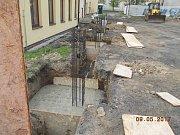 Stavba sportovního sálu u Základní školy Komenského v Náměšti nad Oslavou.