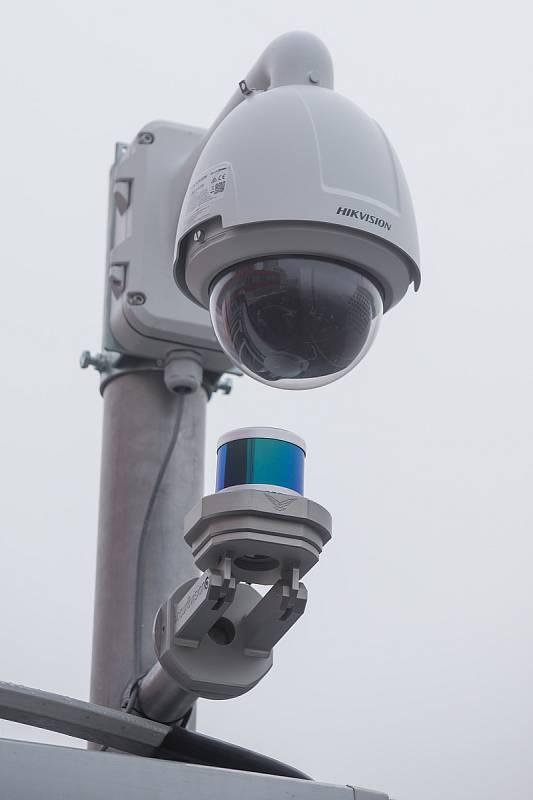 Nový laserový systém, který chrání prostor vybraných budov Jaderné elektrárny Dukovany proti dronům a jiným hrozbám přicházejícím ze vzduchu.