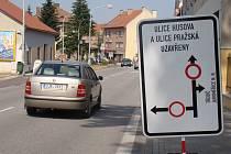 Řidiči projíždějící Moravskými Budějovicemi se musejí v současné době obrnit trpělivostí. Hned v šestnácti místních ulicích se pracuje na opravě kanalizace, což si vyžádalo uzavírky nebo omezení.