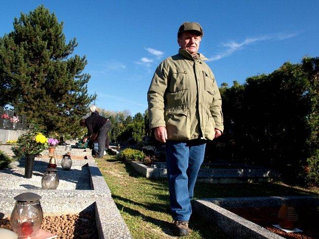 DUŠIČKOVÝ HLÍDAČ. Dušičky jsou žní pro lidi, kteří na hřbitov nepřijdou vzpomínat. V Třebíči se na ně připravili.