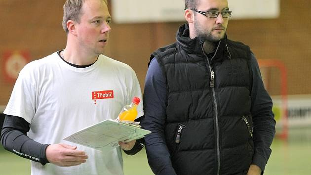 """Trenér třebíčských florbalistů Michal Pazderník (vlevo) chce v každém utkání naplno bodovat. """"Do každého zápasu nastupujeme s tím, že chceme vyhrát,"""" má jasno trenér Sniperů."""