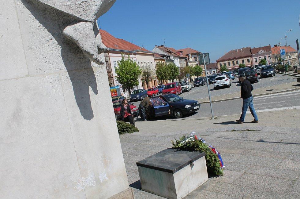 Centrum Budějovic změní tvář. Betonové květináče a rezavé sloupy zmizí