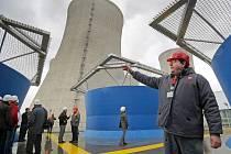 Během posledních dvou let vznikly v areálu Jaderné elektrárny Dukovany dvě nové budovy, jejich součástí je dohromady dvanáct nízkých chladicích věží.
