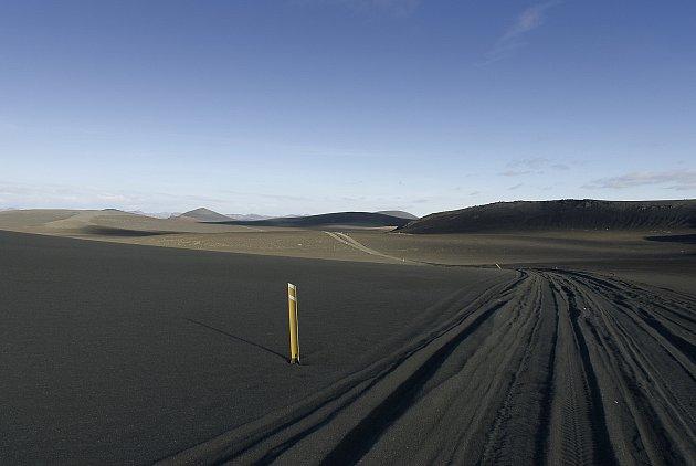"""7. Hlavně je potřeba si uvědomit, že větší část Islandu je přímo označena jako pustina, je to vnitrozemí, které je neobývané a neobývatelné. Abyste se tam dostali, potřebujete auto snáhonem na všechna čtyři kola. Apro fotografa jsou tam """"žně"""" prakticky"""