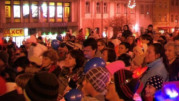 Mikuláš na náměstí, kde měl tradičně rozsvěcet vánoční strom, v pátek nedorazil.