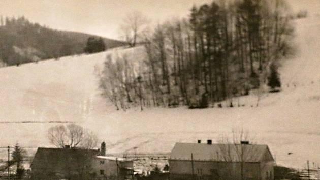 Tuhou zimu dokumentují i domácí domácí archivy. Podobně to v roce 1985 vypadalo ve většině obcí.