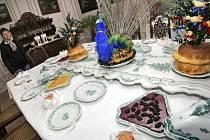 Výstava je součástí jedné z prohlídkových tras a zahrnuje i zámeckou kuchyni. Návštěvníci se zde dozví například zajímavosti o stolování na dámské hostině, o velké pánské snídani či hodovní svatební tabuli, jejíž součástí je nástolník s pávem.