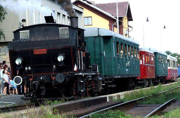 Parní lokomotiva Kačenka projela v sobotu napříč Třebíčskem.