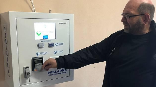 V nemocnici je nově možné platit i kartou