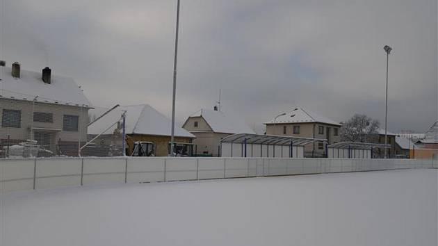 Sportovní areál za sokolovnou v Okříškách.