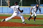 Vzávěrečné části utkání se baseballisté Třebíče mohli spolehnout na skvělý výkon svého hrajícího trenéra. Američan Jeff Barto zavíral na nadhazovacím kopci oba zápasy sJabloncem a soupeři nedovolil jediný doběh.