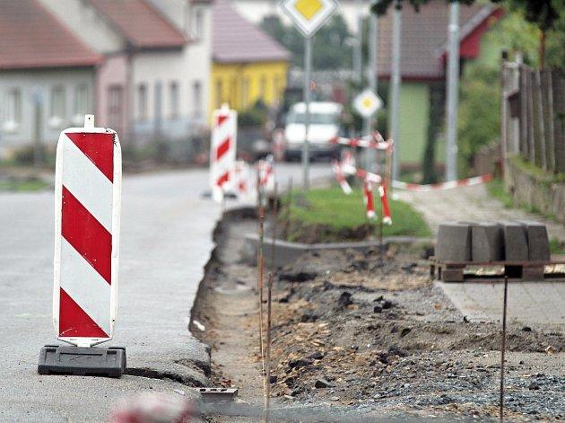 Silnice ve Studenci a u Kojetic začnou silničáři opravovat ještě letos