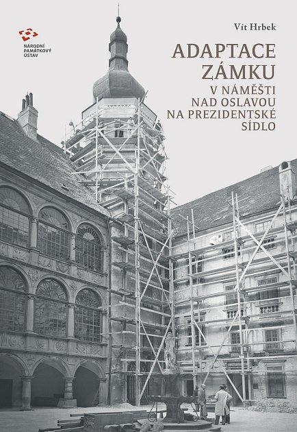 Nově vydaná kniha oadaptaci zámku vNáměšti nad Oslavou na prezidentské sídlo.