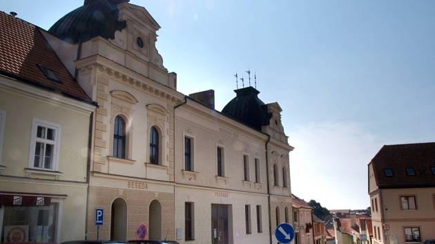 Budova Besedy v Moravských Budějovicích.